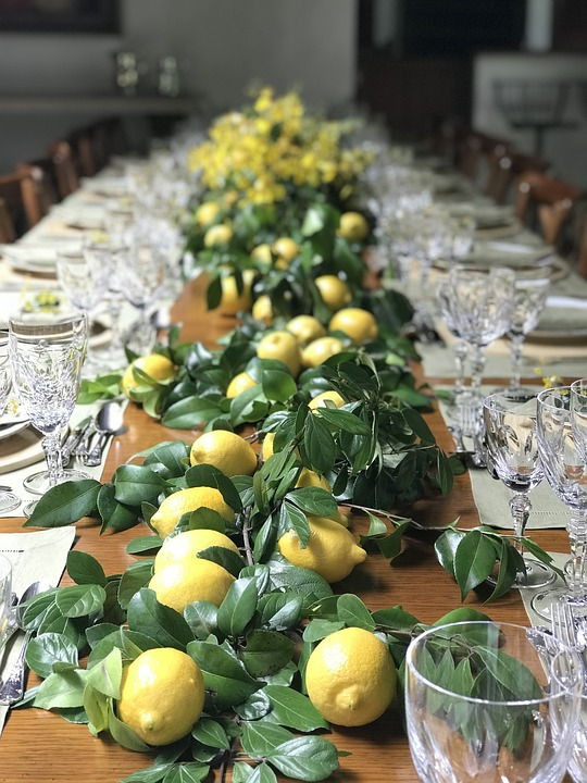 lemon table decor idea for tablescaping